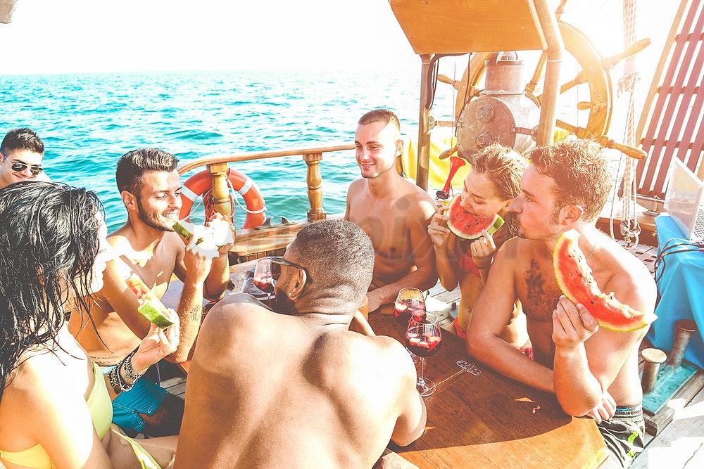 passeio de barco comida